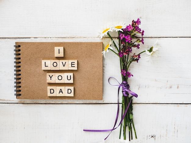 Bloc de notas con la palabra dad