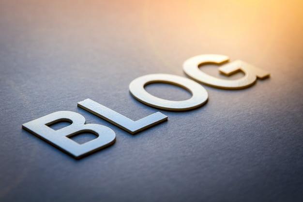 Blog de word escrito con letras sólidas blancas