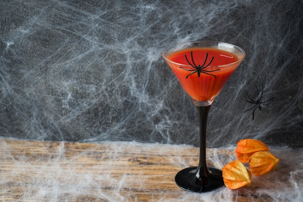 Bloody mary cocktail, telaraña para halloween,