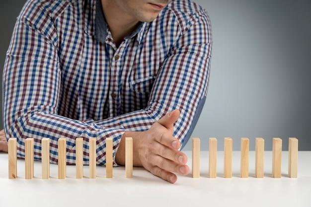 Bloques de madera de dominó