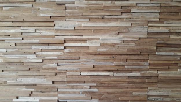 Bloques de madera finos en una pared para el fondo.