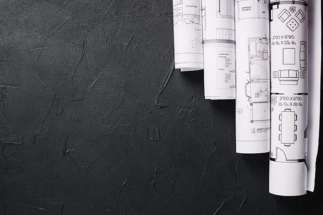 Blueprints en la mesa negra