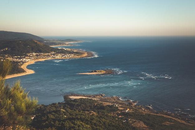 Boca del río miño, la frontera entre españa y portugal