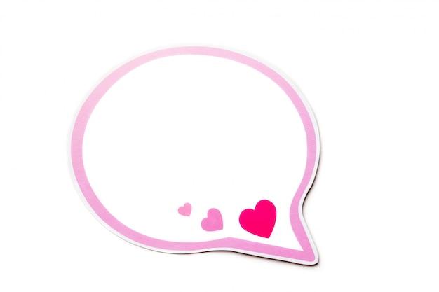 Bocadillo de diálogo con corazones de color rosa y borde aislado sobre fondo blanco.