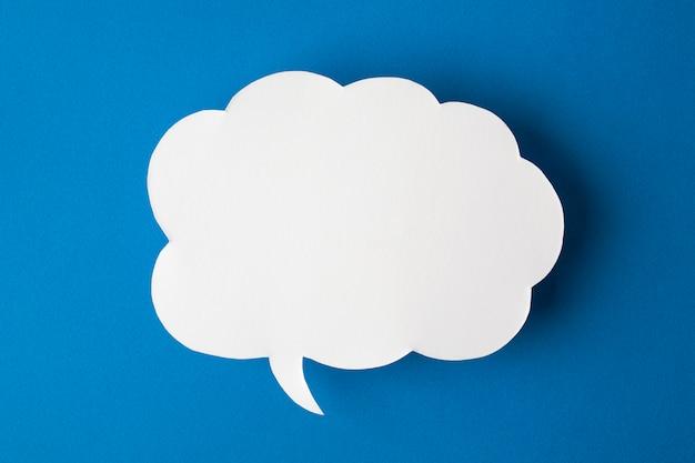 Bocadillo de diálogo sobre fondo azul