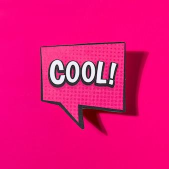 Bocadillo de diálogo de texto cómico fresco sobre fondo rosa