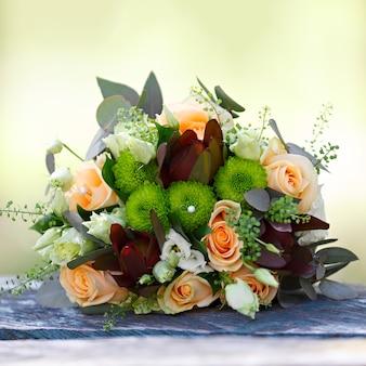 Boda, ramo de flores de la novia. decoración para la ceremonia solemne.