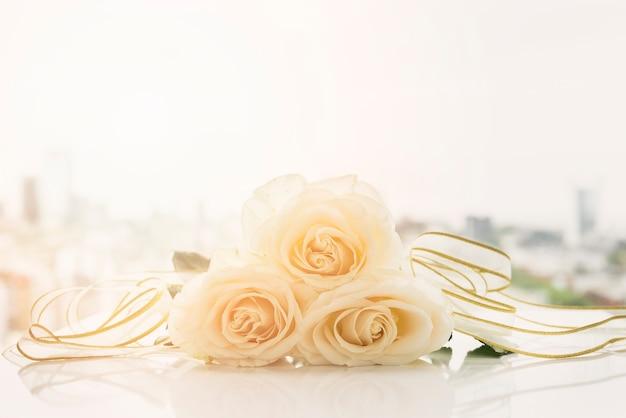 Bodegón de boda con rosas