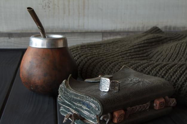 Bodegón de calabaza artesanal artesanal calabaza de cuero de té de yerba mate con paja