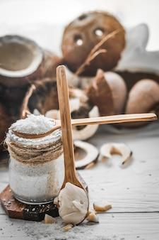 Bodegón con coco y hojuelas