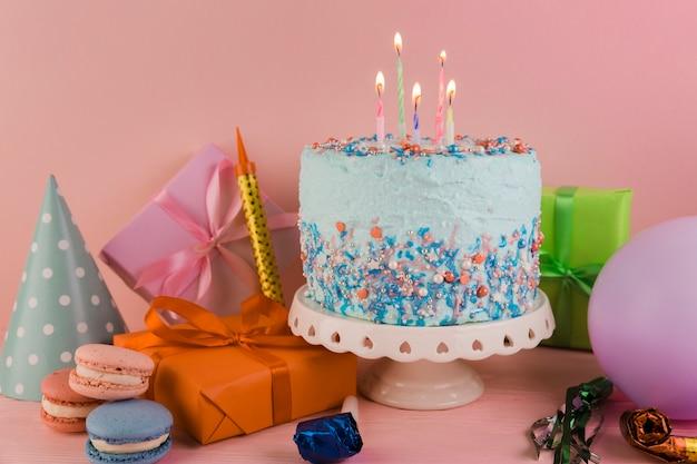 Bodegón de elementos de cumpleaños