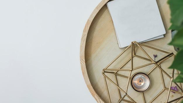 Bodegón flat lay de decoración de salón
