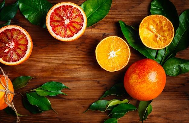 Bodegón con frutas cítricas jugosas maduras