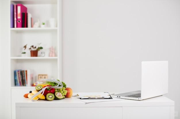 Bodegón de mesa con comida sana
