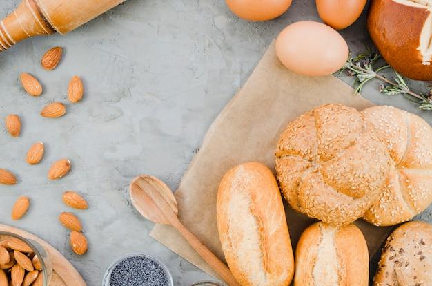 Bodegón de panadería con pan hecho a mano