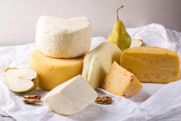 Bodegón con quesos y nueces