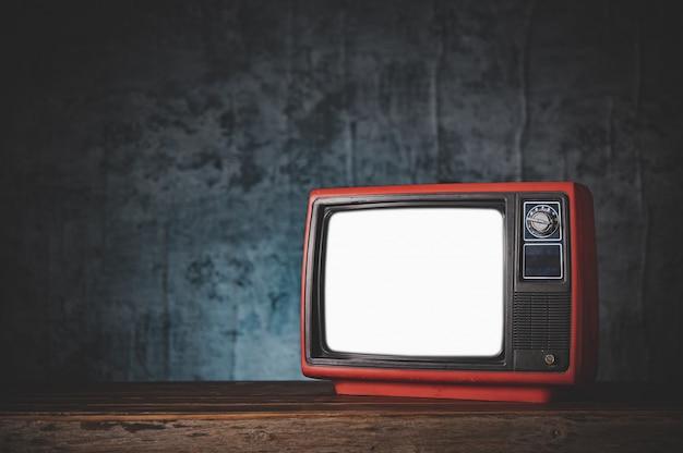 Bodegón con retro viejo televisor rojo.