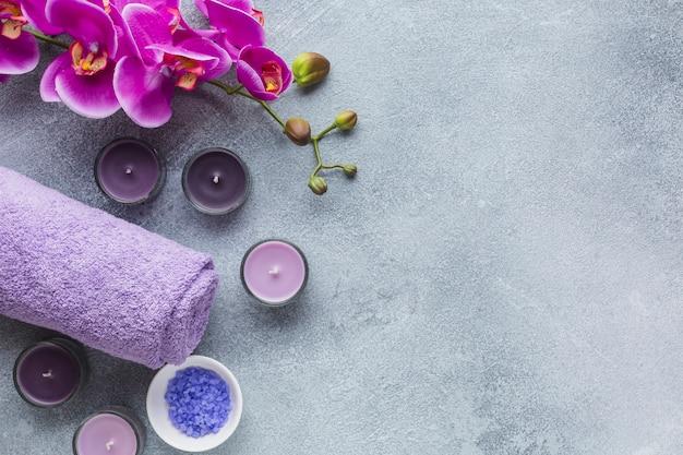 Bodegón de spa con productos de belleza