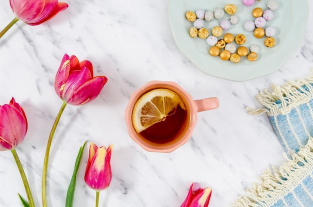 Bodegón de taza de té flat lay