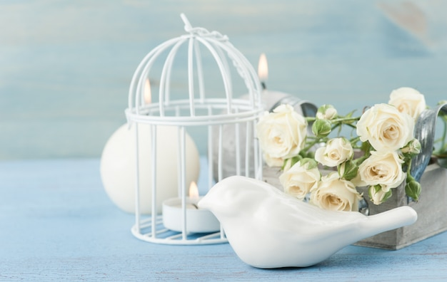 Bodegón vintage. ramo de rosas blancas