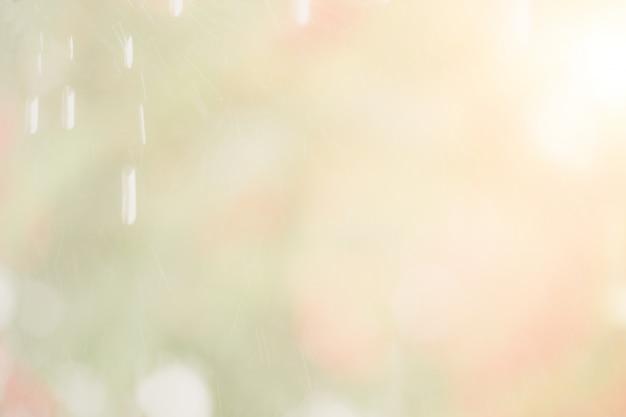 Bokeh abstracto del color. fondo desenfocado, gotas de agua cayendo, lluvia