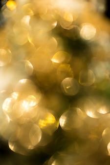 Bokeh dorado en las celebridades navideñas.