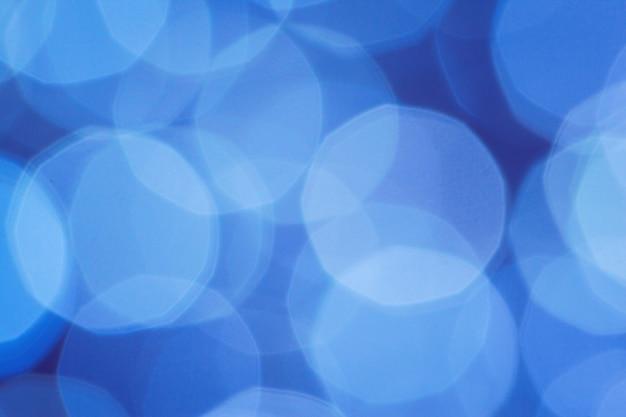 Bokeh de luces abstractas azules borrosa fondo de navidad