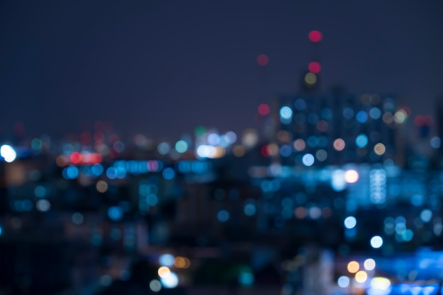 Bokeh luz urbana abstracta de la noche, fondo defocused