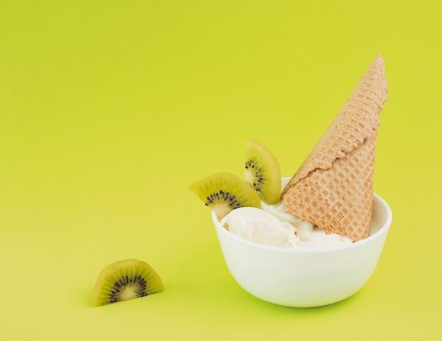Bol helado de kiwi