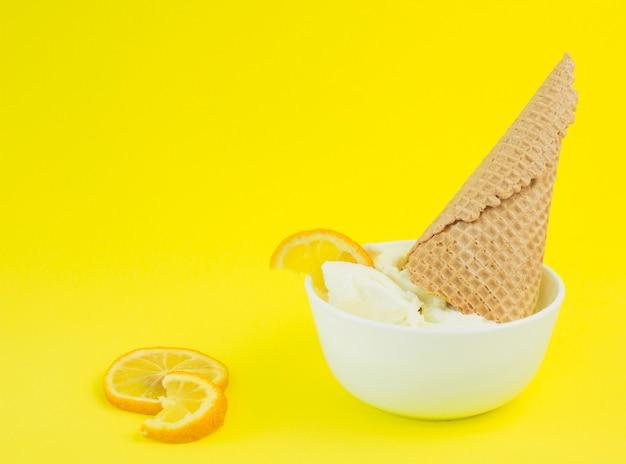 Bol helado de limón
