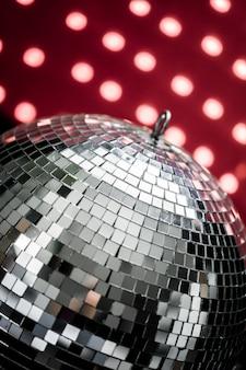 Una bola de discoteca espejo