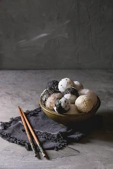 Bolas de arroz y huevos