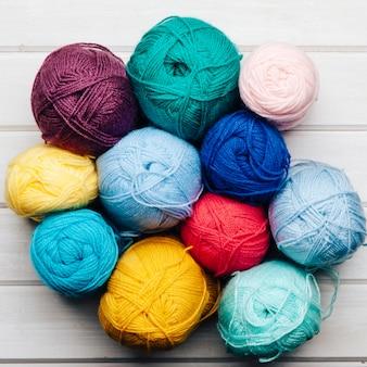Bolas de lana formando circulo