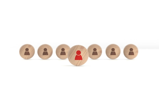 Bolas de madera con icono de persona aislado sobre fondo blanco.