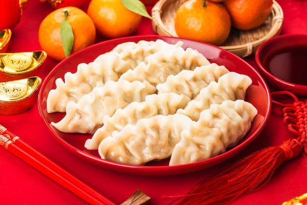 Bolas de masa hervida para el festival de primavera chino bendición de gran suerte