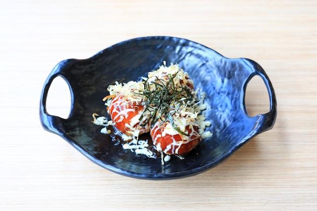 Bolas de masa hervida takoyaki fritas - comida japonesa