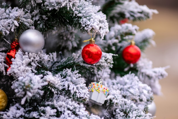 Bolas de navidad y decoraciones