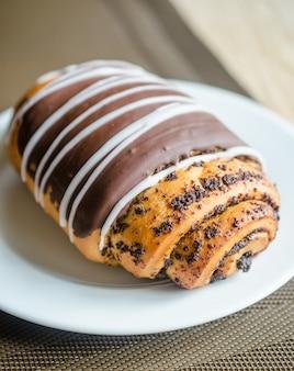 Bollo de chocolate con semillas de amapola