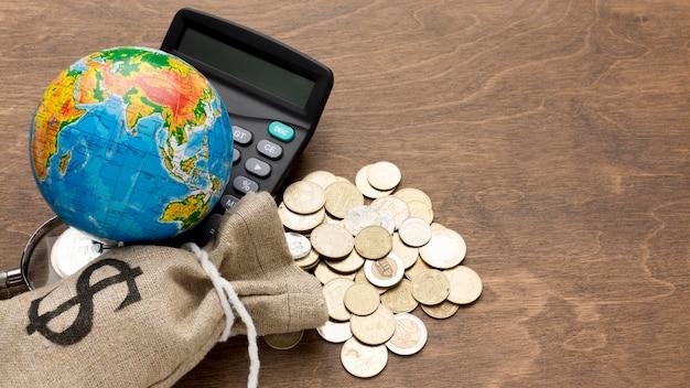 Bolsa de arpillera de dinero economía global
