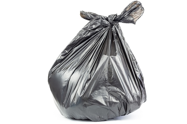 Bolsa de basura aislada sobre fondo blanco.