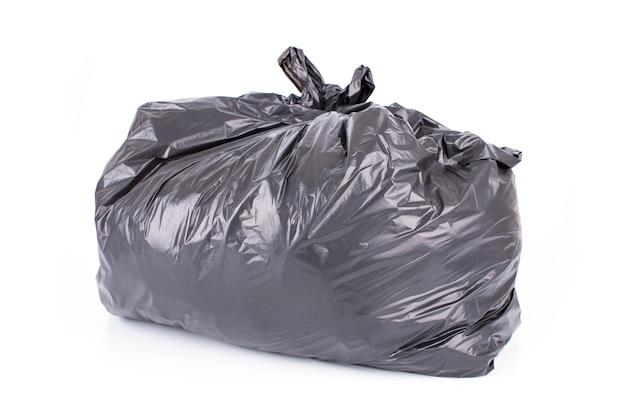 Bolsa de basura negra aislada en blanco
