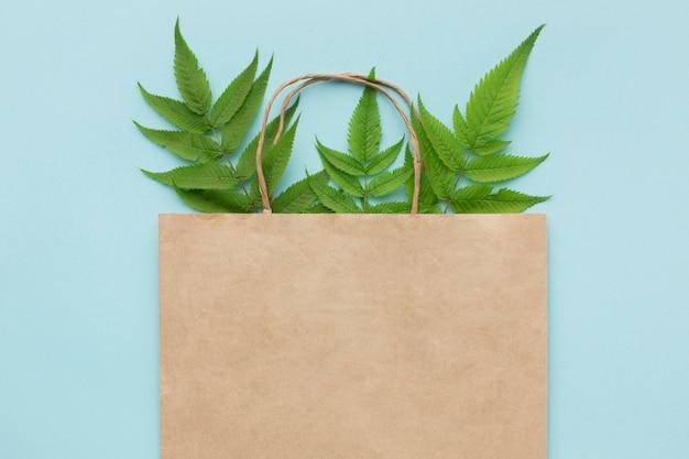 Bolsa ecologica con hojas