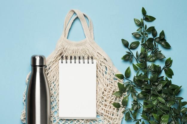 Bolsa ecológica plana con maqueta de bloc de notas