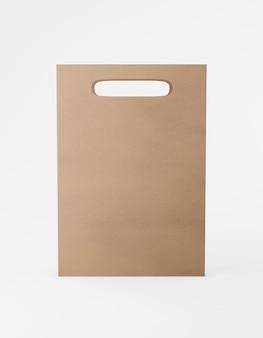 Bolsa de embalaje ecológica de papel kraft con asa frontal. renderizado 3d