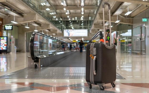 Bolsa de equipaje en la terminal del aeropuerto