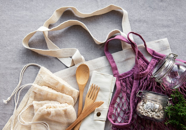 Bolsa de malla, bolsas de algodón y frascos de vidrio.