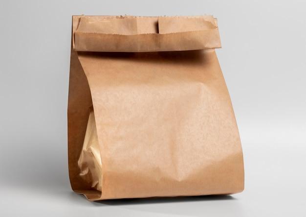 Bolsa de papel en blanco de comida rápida de vista frontal