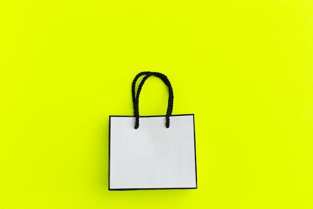 Bolsa de papel en colores de fondo
