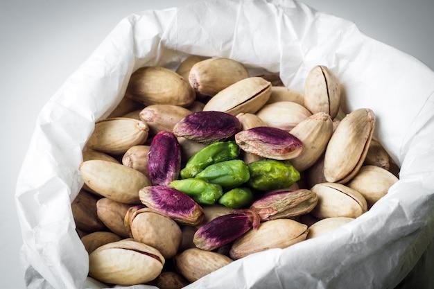Bolsa de pistachos sicilianos.closeup