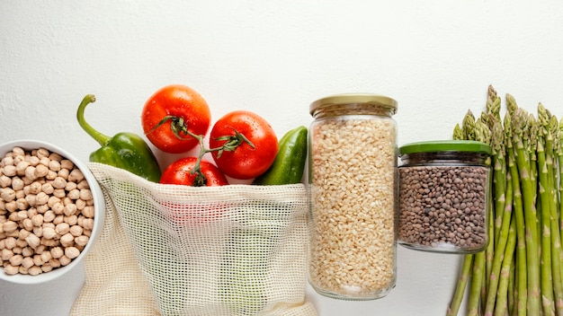 Bolsa de plástico con verduras